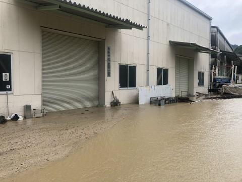 第2工場の前です土砂で埋まり、川になってます。